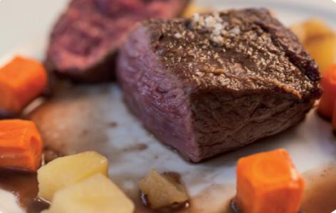 viande cuite et légumes